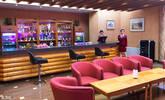 朝鲜滑雪场酒店:酒吧、超市、自助餐