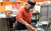 日本厨师做死神炒饭竟要戴防毒面具