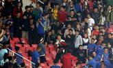 真的是来看球的?球迷看台求婚一幕