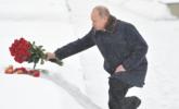 普京冒雪向列宁格勒死难者献花