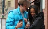 奥巴马女儿与男友牵手逛街画面曝光