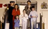 特鲁多偕家人访问印度 行双手合十礼