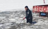 辅警跳冰河救被困货车 2小时冻伤双腿
