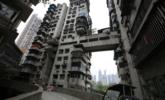 重庆24层高楼没电梯 通往3条街