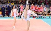 排球宝贝秀高抬腿 身材修长舞姿动感