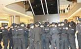 范冰冰出席活动获百余名保安护驾
