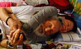 93岁裸模与24岁少女同居相依为命