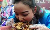 美女5分钟吃2斤昆虫