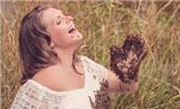 孕妇与2万只蜜蜂拍孕照,结果悲剧