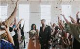 女子瘫痪数年 婚礼时奇迹般站起