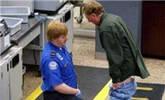 全球最没尊严的机场安检 游客摆脸