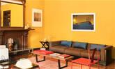 肤色驾驭不了姜黄色?也许你的房间可以!