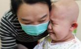 多个病友离世 四岁肿瘤女孩痛哭