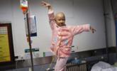 6岁重症女孩病床上直播挣钱救自己