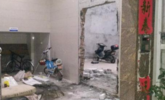 广东5栋民房遭上百人打砸强拆 开发商:地是我的