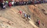 秘鲁大巴从200米山路坠落现场 致35死