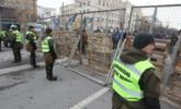 为阻俄大选投票 乌克兰把领事馆围起来