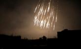 叙利亚平民区遭疑似违禁武器轰炸一幕