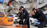江苏警察砸毁赌博机现场