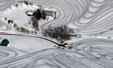 喷洒融雪剂后的日本农田