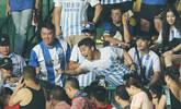 火爆!广州德比两队球迷看台冲突