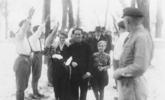 那时候霍金还站着,希特勒在给别人当伴郎