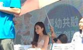 温碧霞让助理跪着打伞 网友:没教养