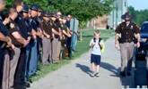 因公殉职 70名警员替他送儿子上学