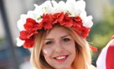 波兰葡萄牙球迷助威 萌娃美女如云