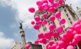 巴西放飞粉红色气球,提醒人们关注乳腺癌|组图