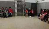 广东清远扫黄现场 24名涉黄男女被捕