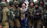 16岁巴勒斯坦少年蒙眼被22名士兵押走