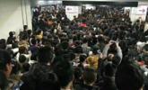 """安徽暴雪:地铁""""人山人海"""""""