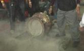 台湾民众抢头香: 撞断200公斤香炉