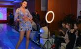 沈阳:北方模特高校上演泳装秀