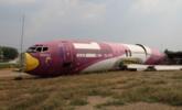 泰国公路旁空地突现飞机残骸