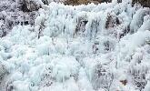 寒潮低温出奇迹!济南九如山现十米高的冰瀑奇观