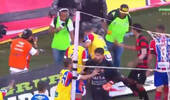 球场变拳击场!巴西联赛球员集体斗殴 裁判掏9红7黄