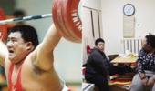 中国亚洲冠军33岁贫困而死,退役当门卫,16岁女儿患癌症求助
