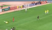 上港球迷乐了!在胡尔克面前,韩国脚后卫沦为笑话