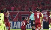 上港一球员遭球迷围攻 赛后一句话暗示对手实力弱
