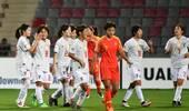 惨败日本后女足姑娘道歉:对不起球迷 让你们失望了