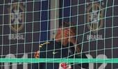 内马尔痛苦掩面提前结束训练 首秀曾被瑞士放倒10次