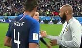 揪心一幕!亨利拥抱法国队员 他真心祝贺对手进决赛