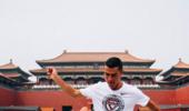 激励下一代!C罗亮相北京 小学操场大战学生军