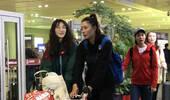 惠若琪携体坛3女神青海支教 女排姑娘大长腿坐经济舱