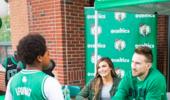 海沃德出席慈善活动并为小球迷签名