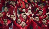 上港夺首冠!球迷举旗疯狂助威