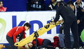 惊魂一幕!中国短道选手出意外 头撞挡板紧急送医
