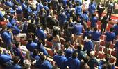 申花女高中生球迷不惧寒风脱衣庆祝 称若夺冠再来一次